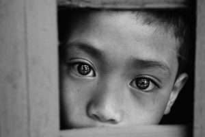 boy-through-window_38051_600x450